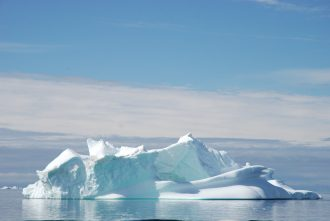 Isfjell i sol, Grønland. Foto: Silje Bergum Kinsten/norden.org