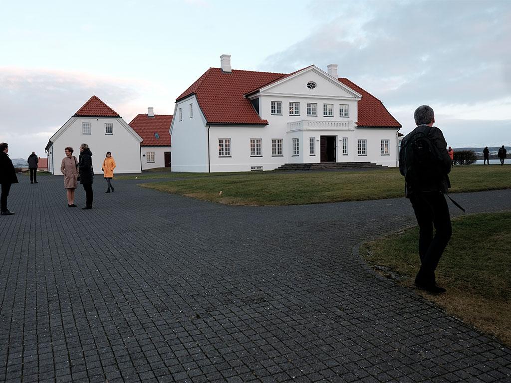 Bessastadir; den islandske præsidentbolig. Deltagere på Aarhus 2016 nyder omgivelserne