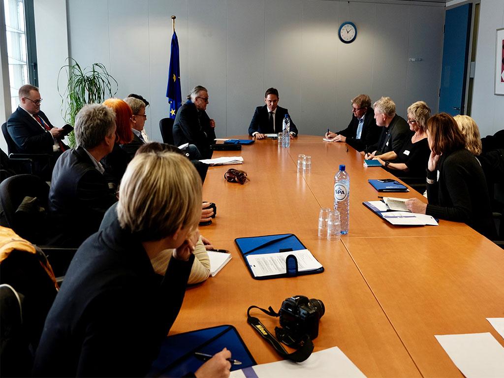 Vicepræsident i EU Jyrki Katainen mødes med deltagerne på Aarhus 2016 i Bruxelles