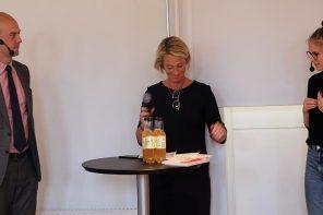 """Lancering af bogen Den svære ytringsfrihed - nordiske røster"""". Per Strömbäck (tv), Mary Gestrin (m) og Emma Holten (th)"""