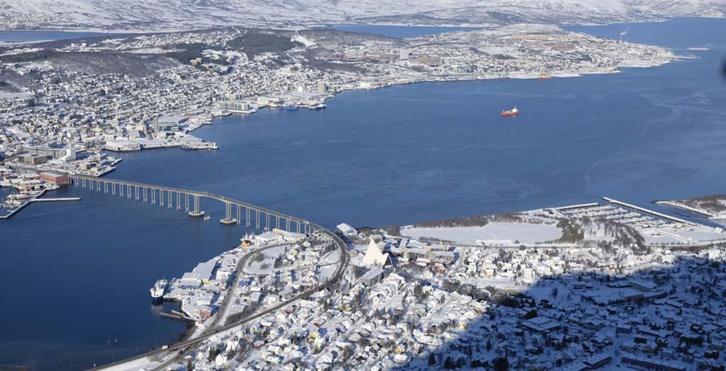 Tromsøfjorden i marts måned.